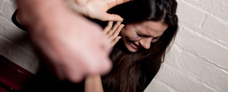 Жена руками возбуждает мужа видео